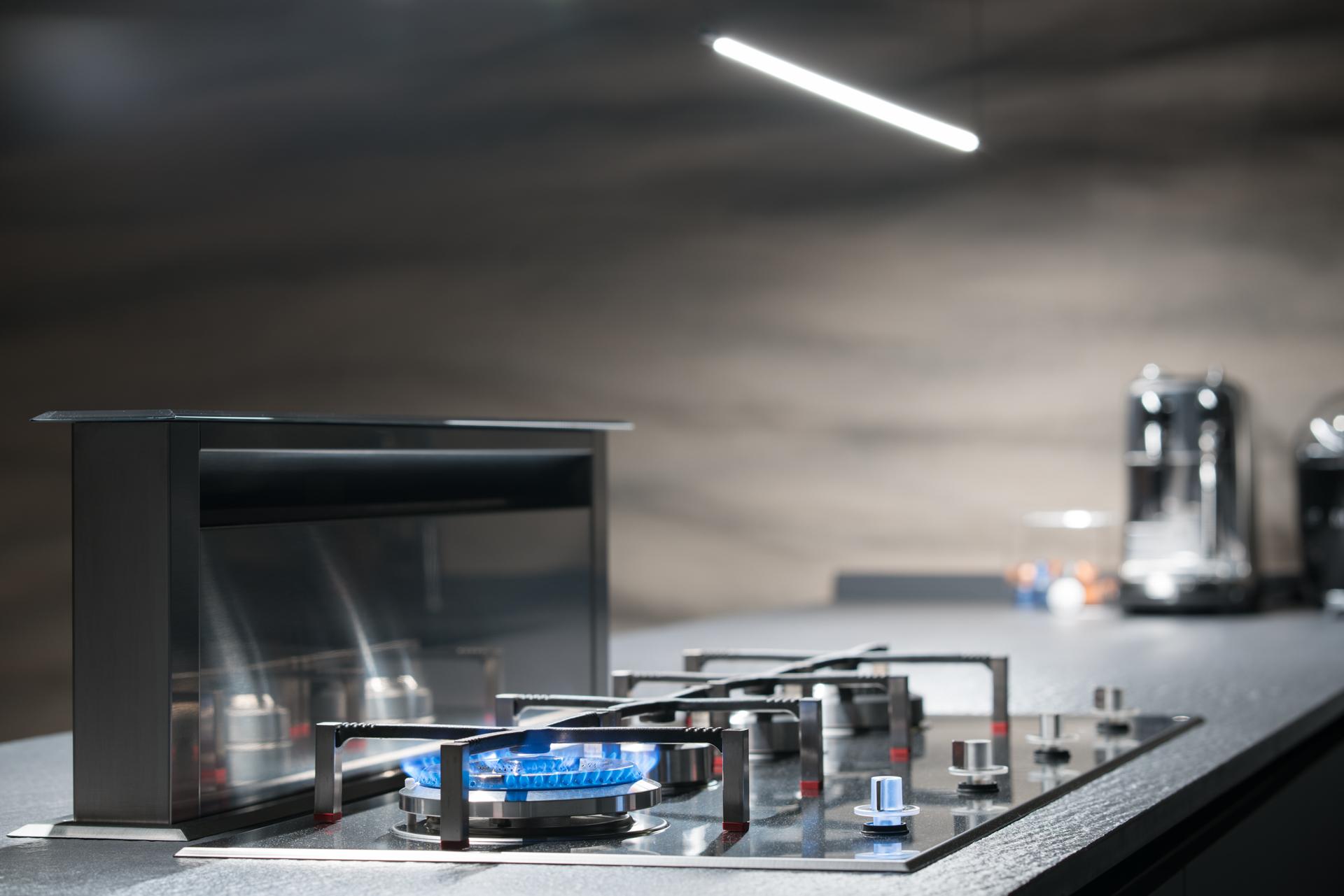 Интерьерный фотограф сфотографировал кухонную вытяжку