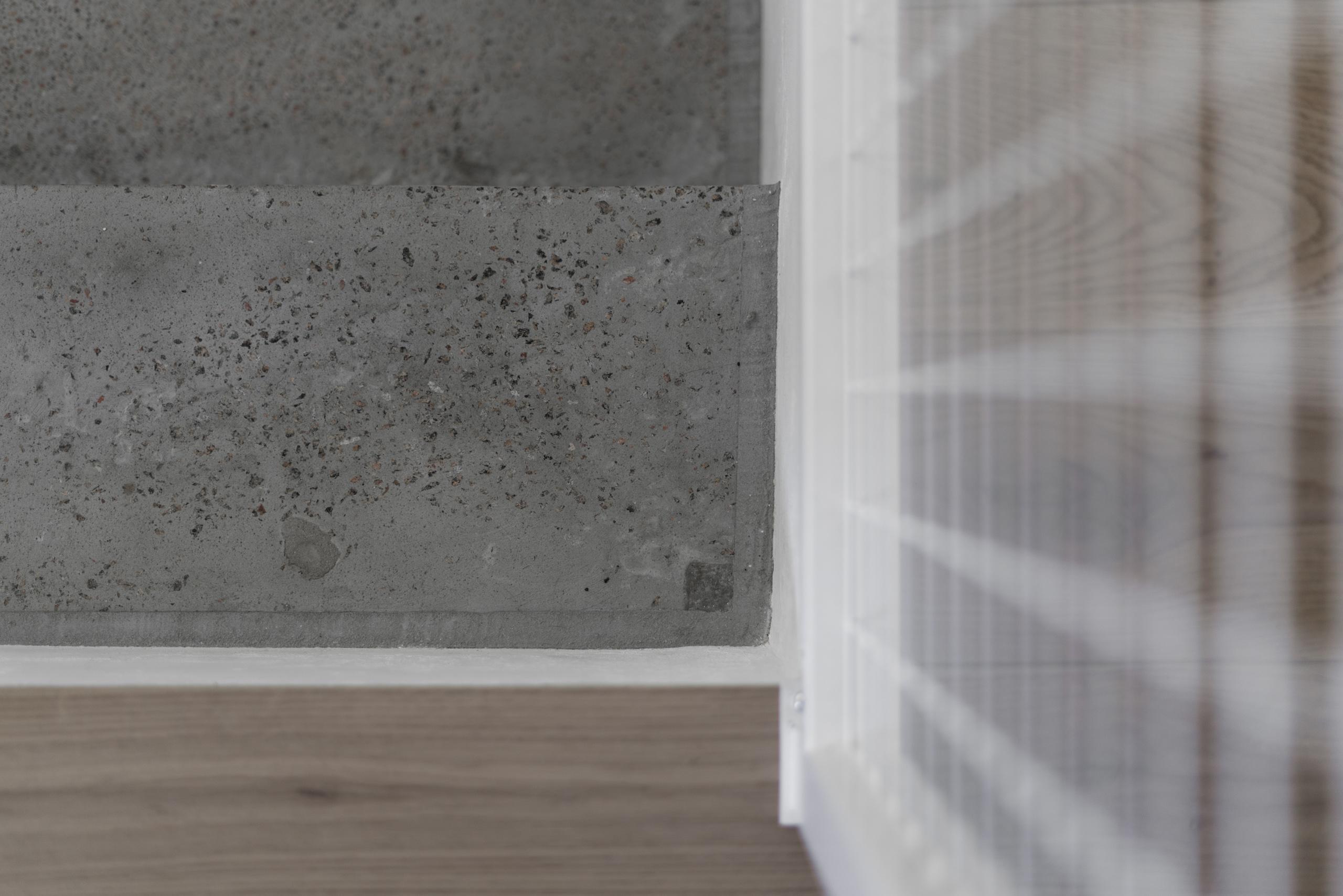 Фотосъемка интерьера лестницы из бетона крупным планом