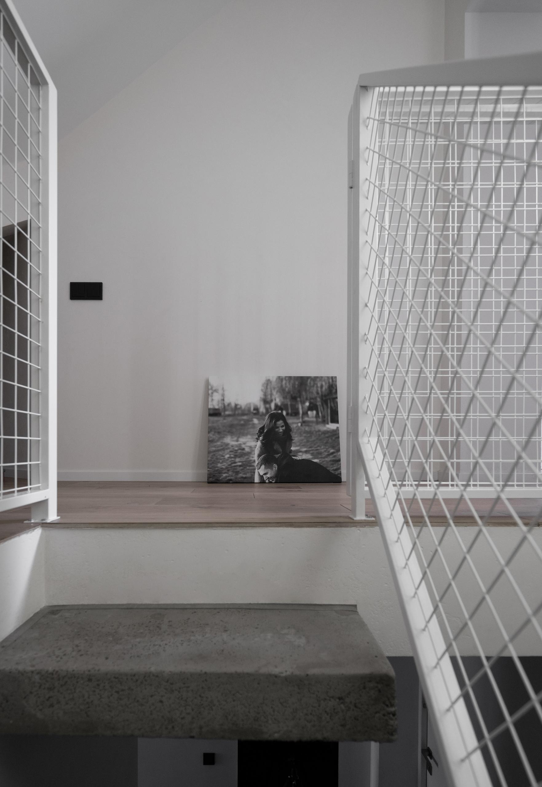 Фотосъемка интерьера входа на второй этаж