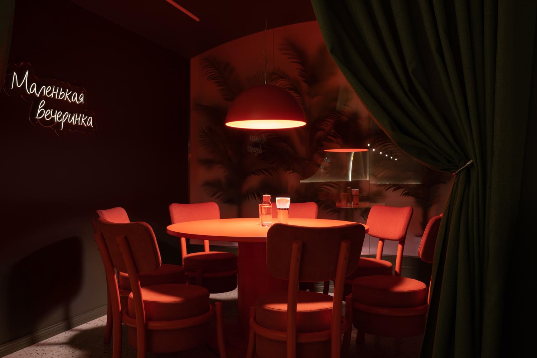 Вечерняя интерьерная фотосъемка ресторана