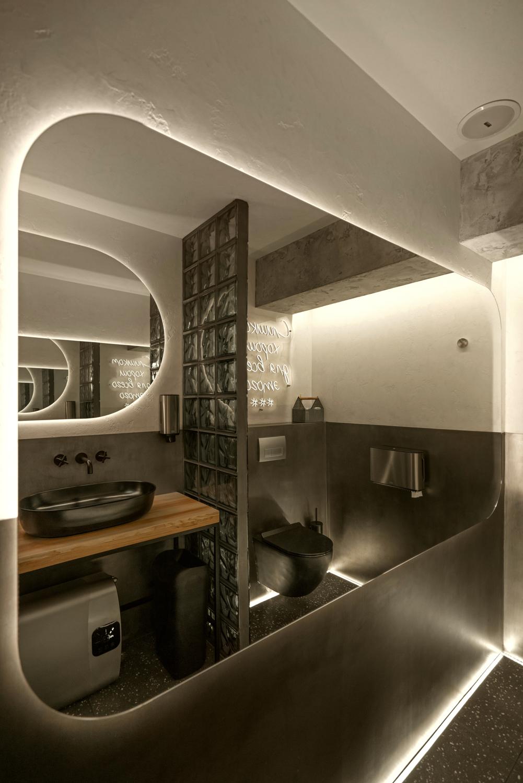 Интерьерная фотосъемка туалета фуд бара