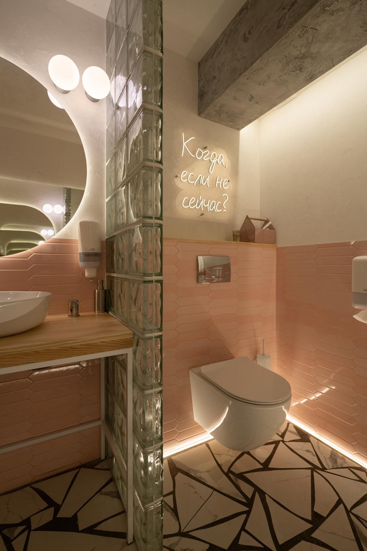 Интерьерная фотосъемка туалета кафе ресторана