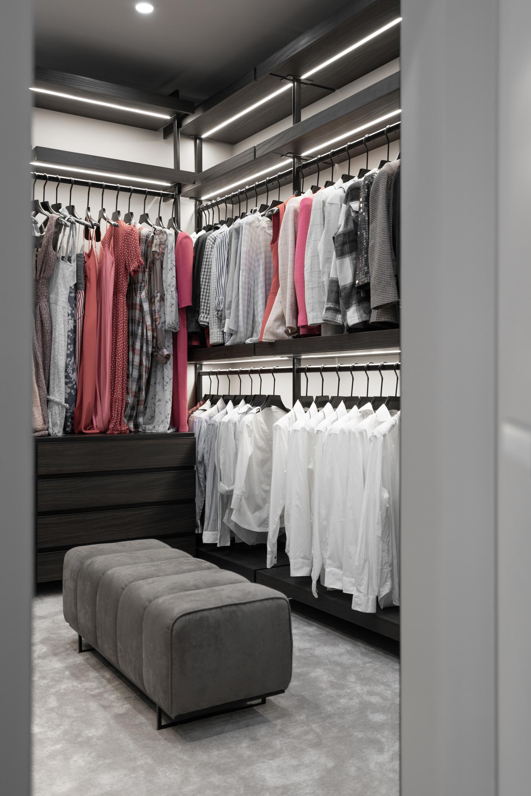Фотосъемка интерьера гардероба в квартире