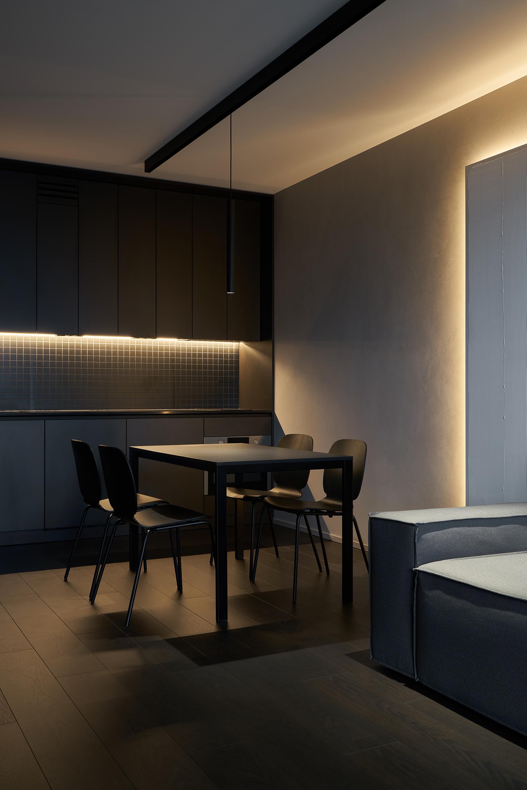 Фотосъемка интерьера вечерней кухни и дивана Hoffman