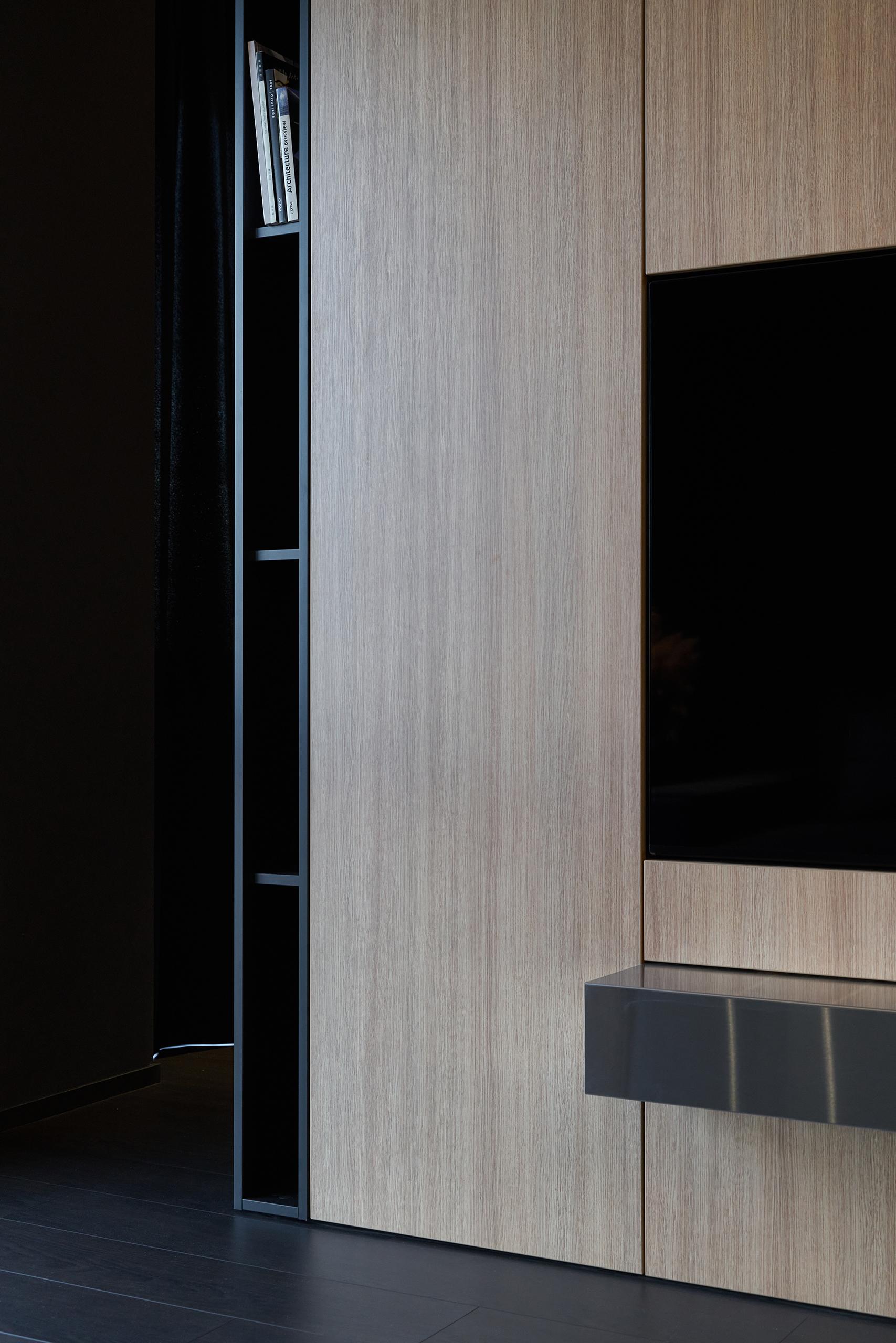 Фотография шкафа крупным планом в интерьере
