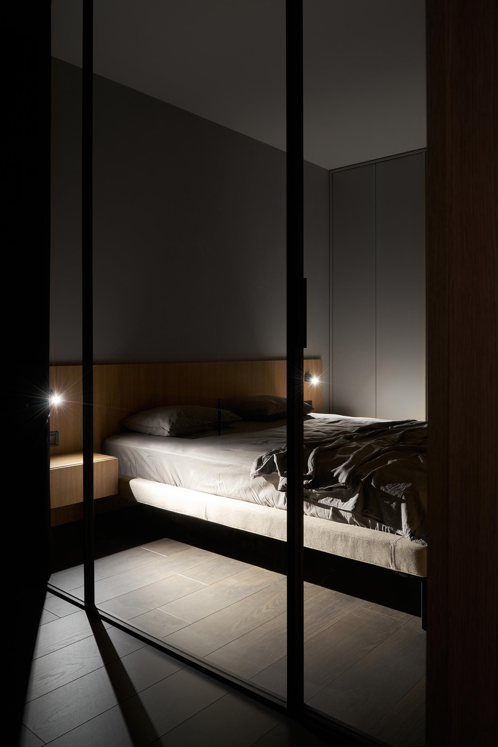 Фотосъемка интерьера спальни в вечернее время